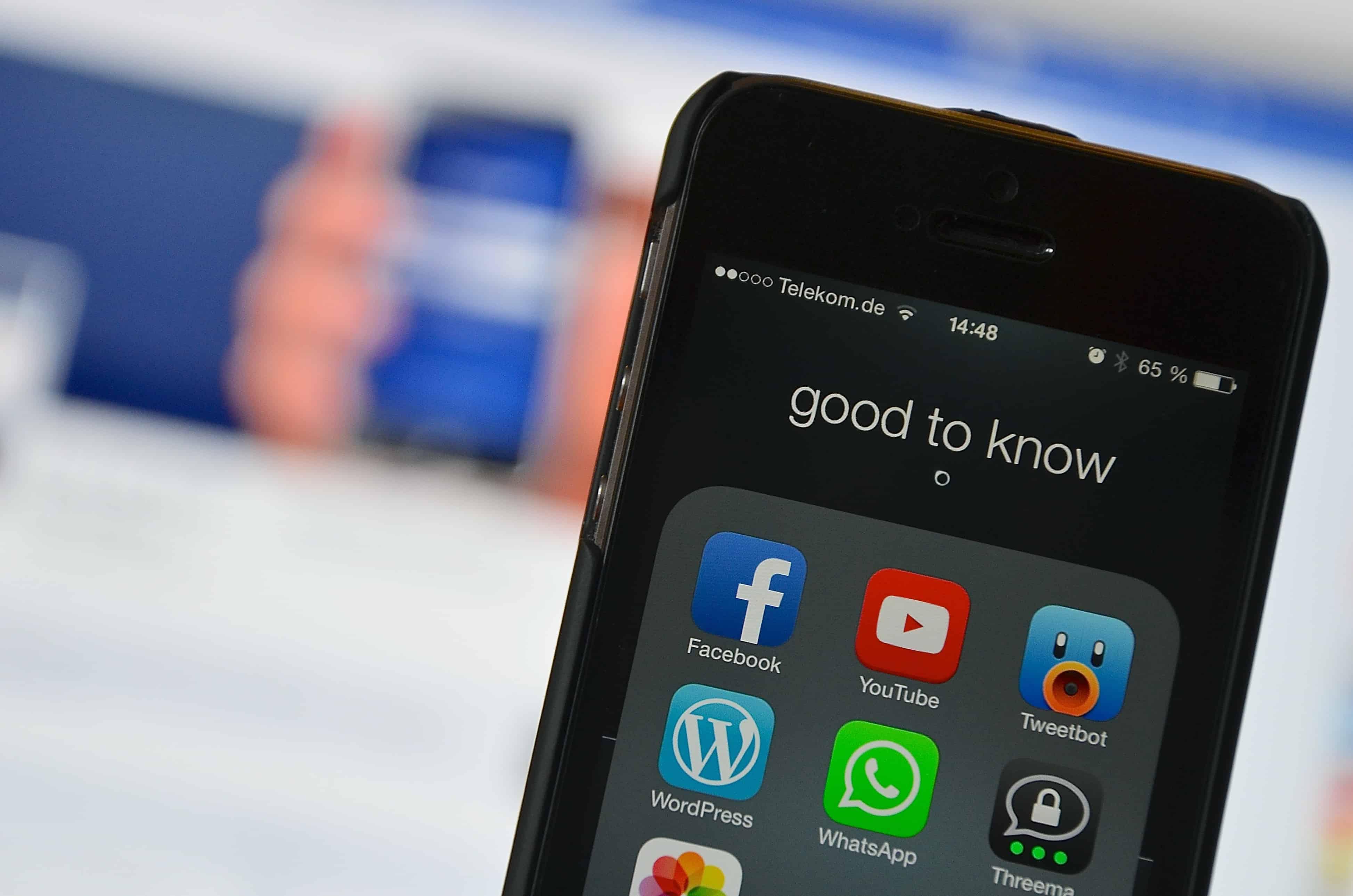 social media 2201285